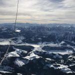 Ballonfahrt verschneite Alpen