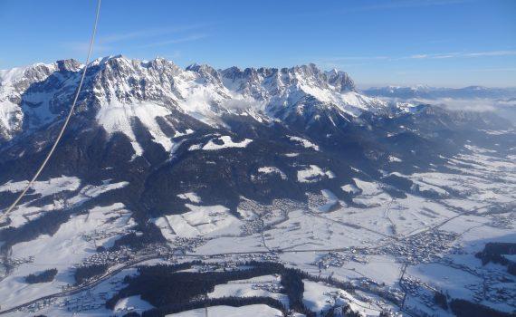 Ballonfahrt in den Alpen